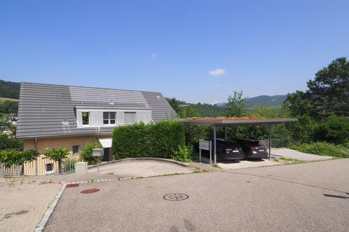 Moderne Eigentumswohnung mit Einstellhallenplatz und Carport