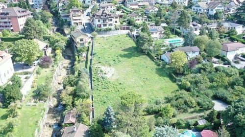 Magnifique vue sur le lac et les alpes pour cette parcelle avec permis de construire une villa de 370 m2 utile