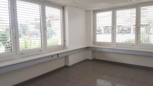 Affittasi a Locarno in posizione centrale spazioso ufficio - locale commerciale