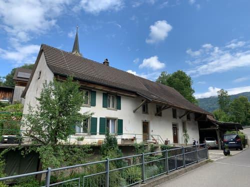 Ehemalige Mühle im Dorfkern von Reigoldswil mit div. Anbauten und Garten