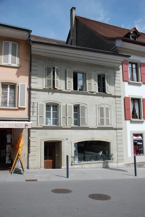 A vendre à Avenches petit immeuble de 2 appartements de 4.5 pièces et de 2 surfaces commerciales