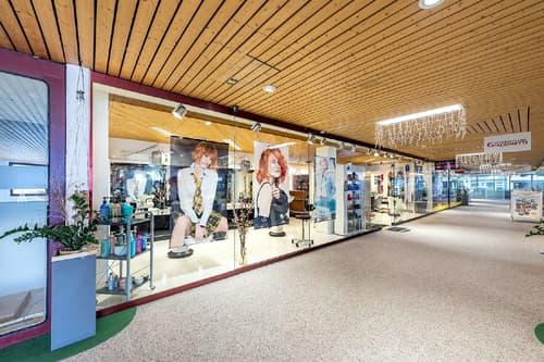 236519_Grosse Schaufensterfront in der Galleria Caspar Badrutt