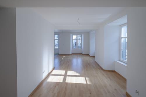 Zauberhafte 2.5-Zimmer-Wohnung im Zentrum von Hallau sucht Stockwerkeigentümer