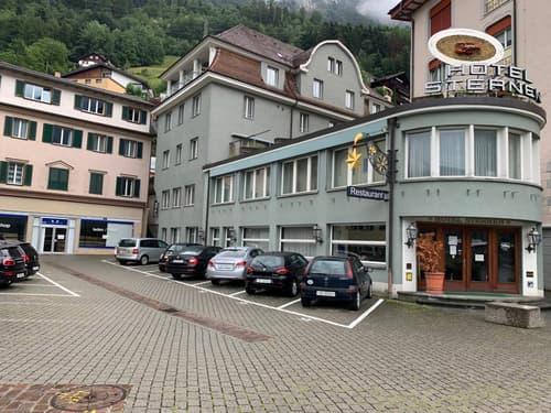 Ancien Hotel  à rénover en immeuble d'habitation au bord du lac.