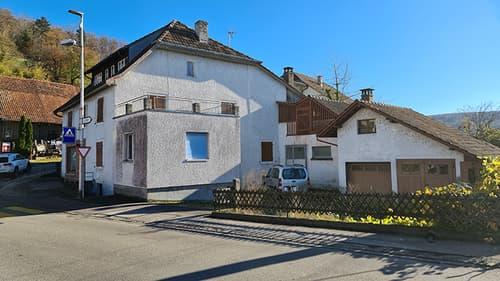 TRÈS GROSSE BAISSE DU PRIX DE VENTE ! Grande maison de 12 pièces avec un excellent potentiel