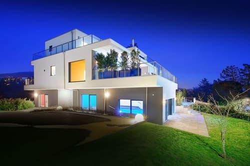Luxueuse propriété avec vue panoramique et piscine intérieure