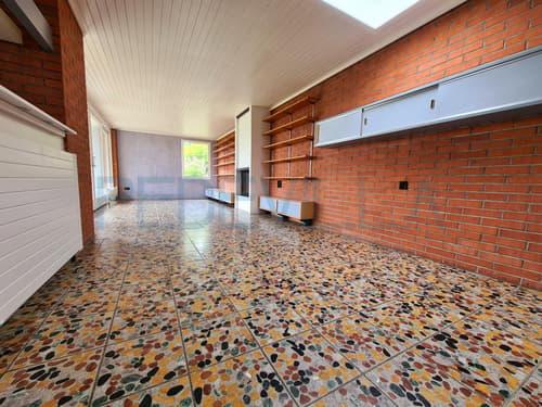 Evilard: Freistehendes Haus mit 7.5 Zimmer mit privatem Umschwung von 442m2