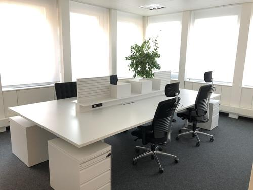 Ufficio vis-a-via l'autosilo di Lugano