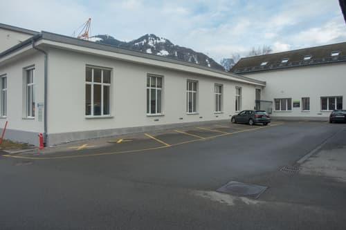 Funktionale Büroräume mit hochwertiger gemeinsamer Infrastruktur.