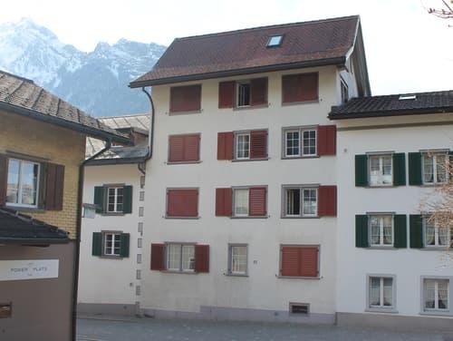 Pflegeleichtes Mehrfamilienhaus mit 4 Wohneinheiten