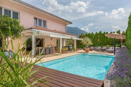 Exklusive 7.5-Zi-Villa mit Pool (1)