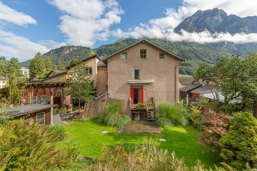 5.5-Zi-Eckhaus mit grosszügiger Gartenoase