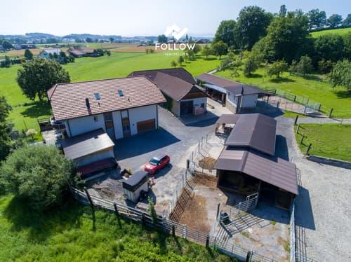 Pferdesportanlage mit Mehrfamilienhaus