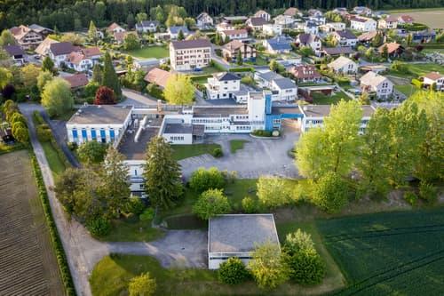 Immeuble industriel et commercial avec grand terrain constructible