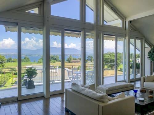 Magnifique attique avec vue panoramique et imprenable sur le Lac Léman et les Alpes