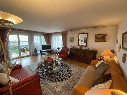 Bel appartement à Mont-sur-Rolle avec vue lac et terrasse