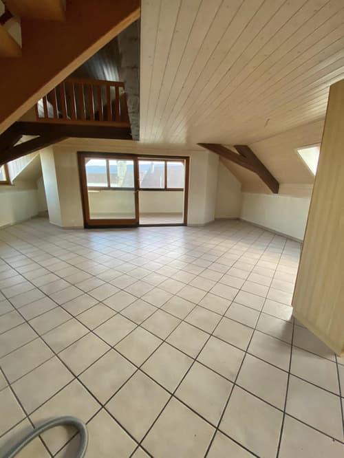 Appartement de 6,5 pièces complètement rénové à Courtedoux
