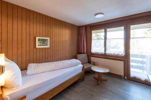 Möbelierte Zimmer an ruhiger und doch an zentraler Lage zu vermieten (1)