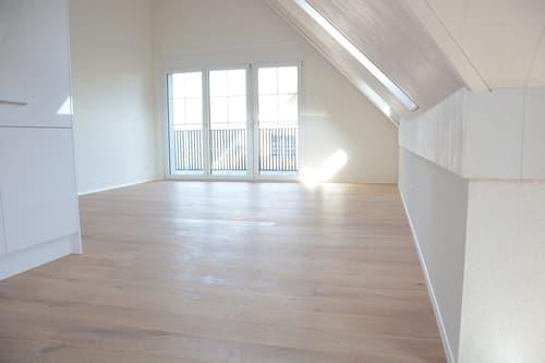 3.5-Zimmer-Dachwohnung mit 2 Balkonen per sofort oder nach Vereinbarung