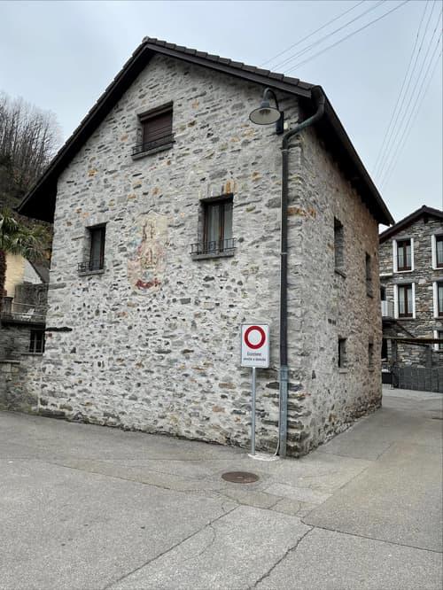 Haus im Zentrum von Moghegno (1)