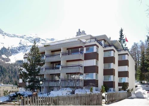 2 1/2-Zimmerwohnung mit See- und Bergsicht in St. Moritz (1)