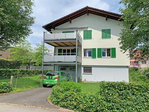Zentral gelegenes Zweifamilienhaus mit Bergsicht in Unterägeri (1)