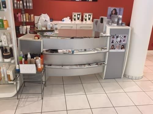 Gesucht: Nachfoger für Beauty-Shop: Coiffeur, Nail, Kosmetik Pedicure