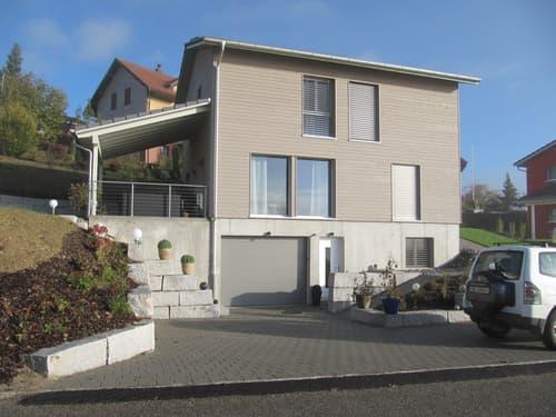 5.5-Zimmer-Holzhaus mit überdachtem Sitzplatz und schöner Aussicht