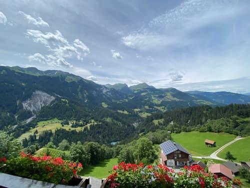 Exklusive Dachwohnung mit atemberaubender Fernsicht ins Bergpanorama