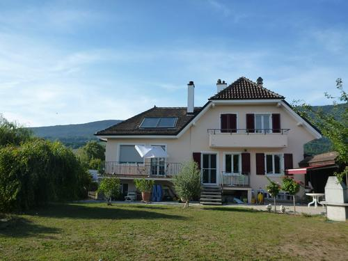 Villa individuelle avec vue lac sur jolie parcelle arborée et clôturée