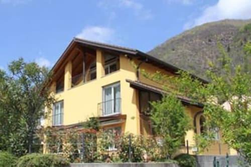 Cavigliano, Terre di Pedemonte, casa unifamiliare di 7 locali, giardino, garage doppio, grottino (1)