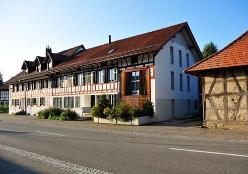 2.5 Zimmer Erdgeschosswohnung mit Vorgarten und Innenhof