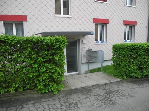 sehr preiswerte schöne  4 Zimmer Wohnung (1)