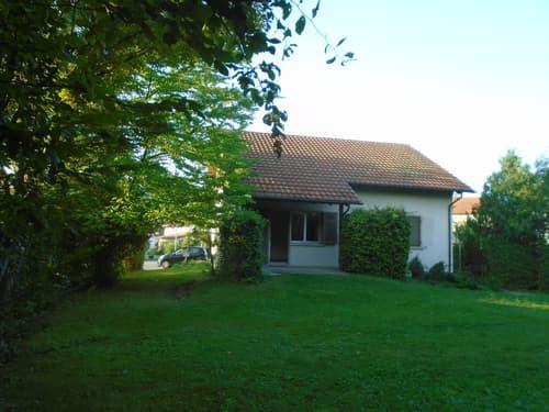 Familienhaus mit großem sonnigem Garten.