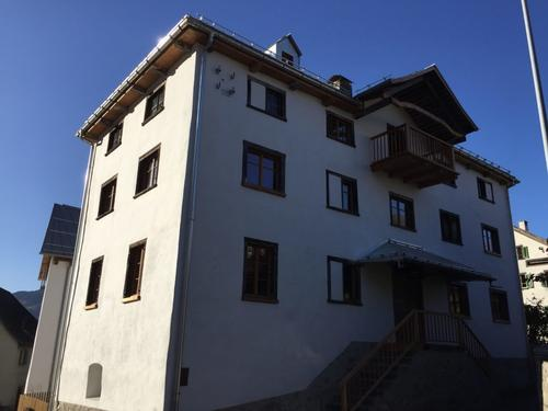 Sonnige 3-Zimmer-Wohnung mit Aussicht im Dorfkern von Valendas (1)