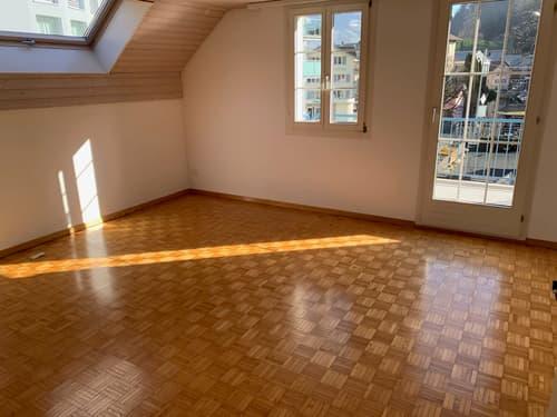 sehr gut gelegene 3.5 Zimmer Dachwohnung