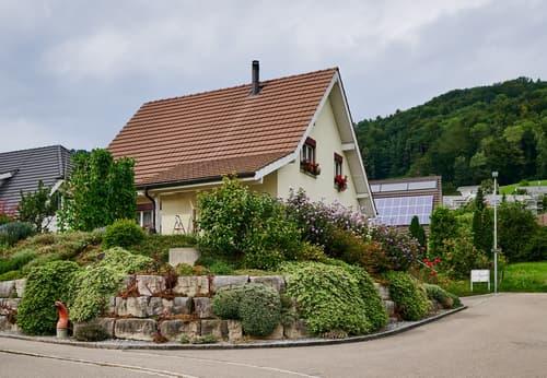 Freistehendes 5,5-Zimmer-Einfamilienhaus an ruhiger und sonniger Lage in Dättlikon ZH