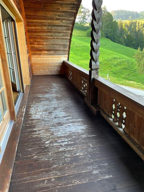 Helle, ruhige 2.5 Zimmer Dachwohnung in einem Bauernhaus zu vermieten. (1)