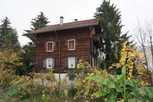Wohnhaus mit Nebengebäude an schöner und sehr zentraler Lage in Emmenbrücke (1)