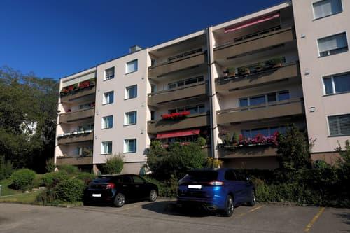 4.5 Zimmer Wohnung in ruhigem Quartier mit wunderschöner Aussicht (1)