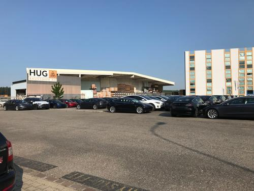 grosser befestigter Platz oder einzelne Parkplätze in zentraler Gewerbezone von Bülach zu vermieten (1)