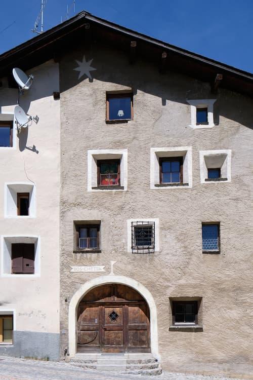 Tradition und Moderne vereint, exklusiver Erst- und Zweitsitz im Engadin (1)