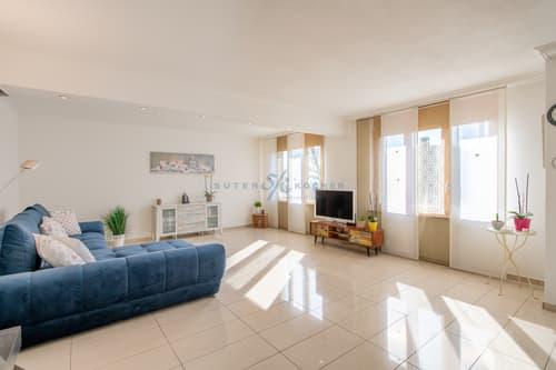 Moderne 3.5-Zimmer Wohnung mit eigenem Garten