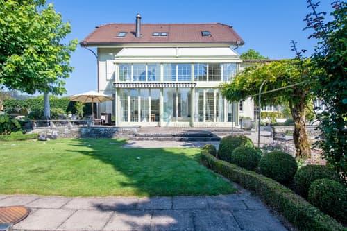 Charaktervolles 127-jähriges Ärztehaus mit Anbau und Traumgarten