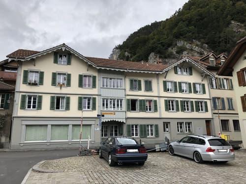Mehrfamilienhaus mit 7 Wohnungen und 3 Gewerberäumen / 172