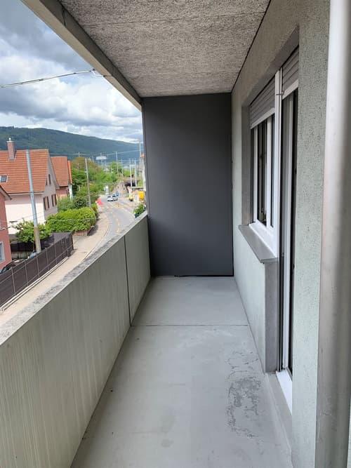 Modernes Studio - möbiliert mit Balkon