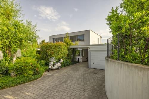 Modernes 5.5-Zimmer-Einfamilienhaus mit gepflegter Gartenanlage