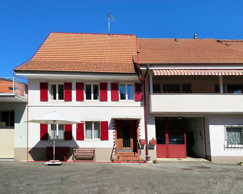 Renovationsbedürftiges 5.5-Zimmer-Reiheneinfamilienhaus mit grosser Garage