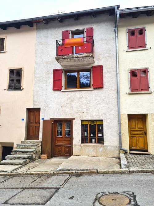 Maison authentique du 18ème siècle - 5 pces - Bourg-St-Pierre