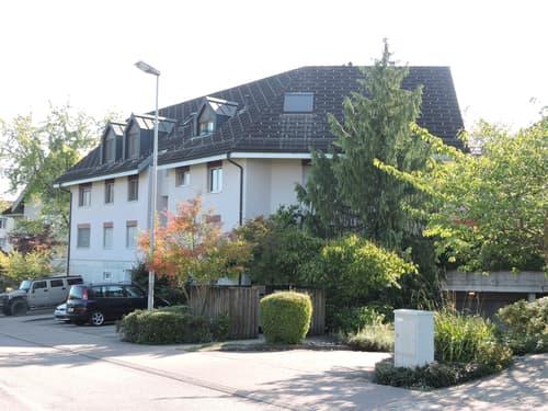 Einstellplätze nahe Autobahnanschluss und Mall of Switzerland zu vermieten